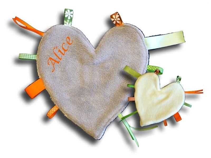 Doudou étiquettes coeur gris