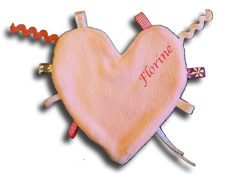 Doudou étiquettes coeur rose et blanc