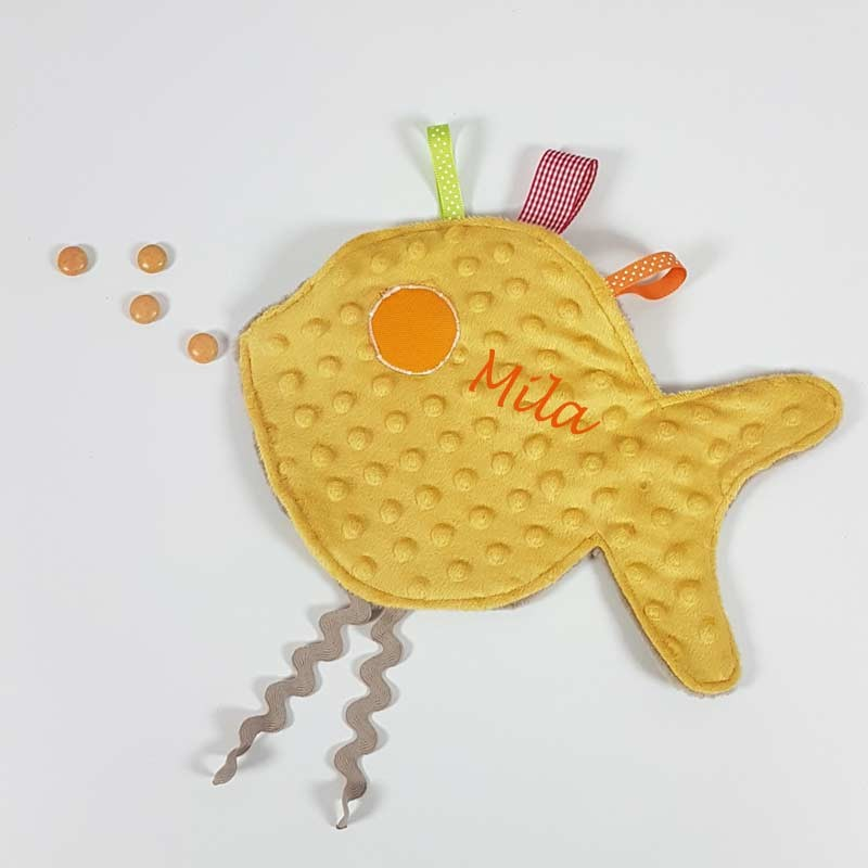 Doudou poisson jaune prénom brodé