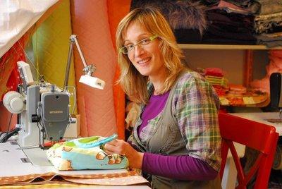 Florence de CréaFlo dans son atelier en 2010
